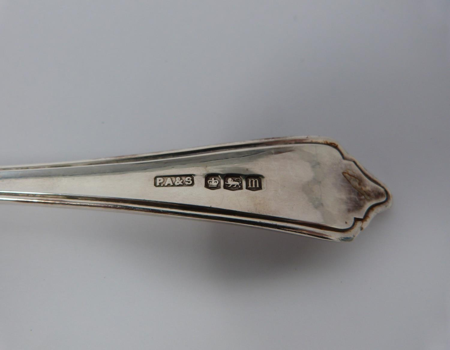 A cased set of Art Deco shell design silver forks and spoons, by P. Ashberry and Sons, 1929 and 1932 - Image 6 of 12