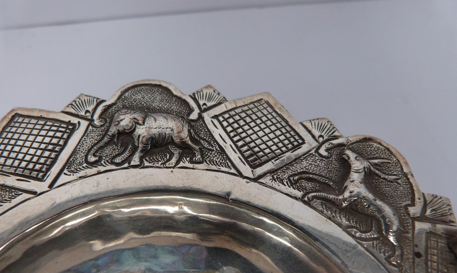 A white metal oriental handled dish, coin, silver fish pendant and white metal thai buckle, basket - Image 8 of 9