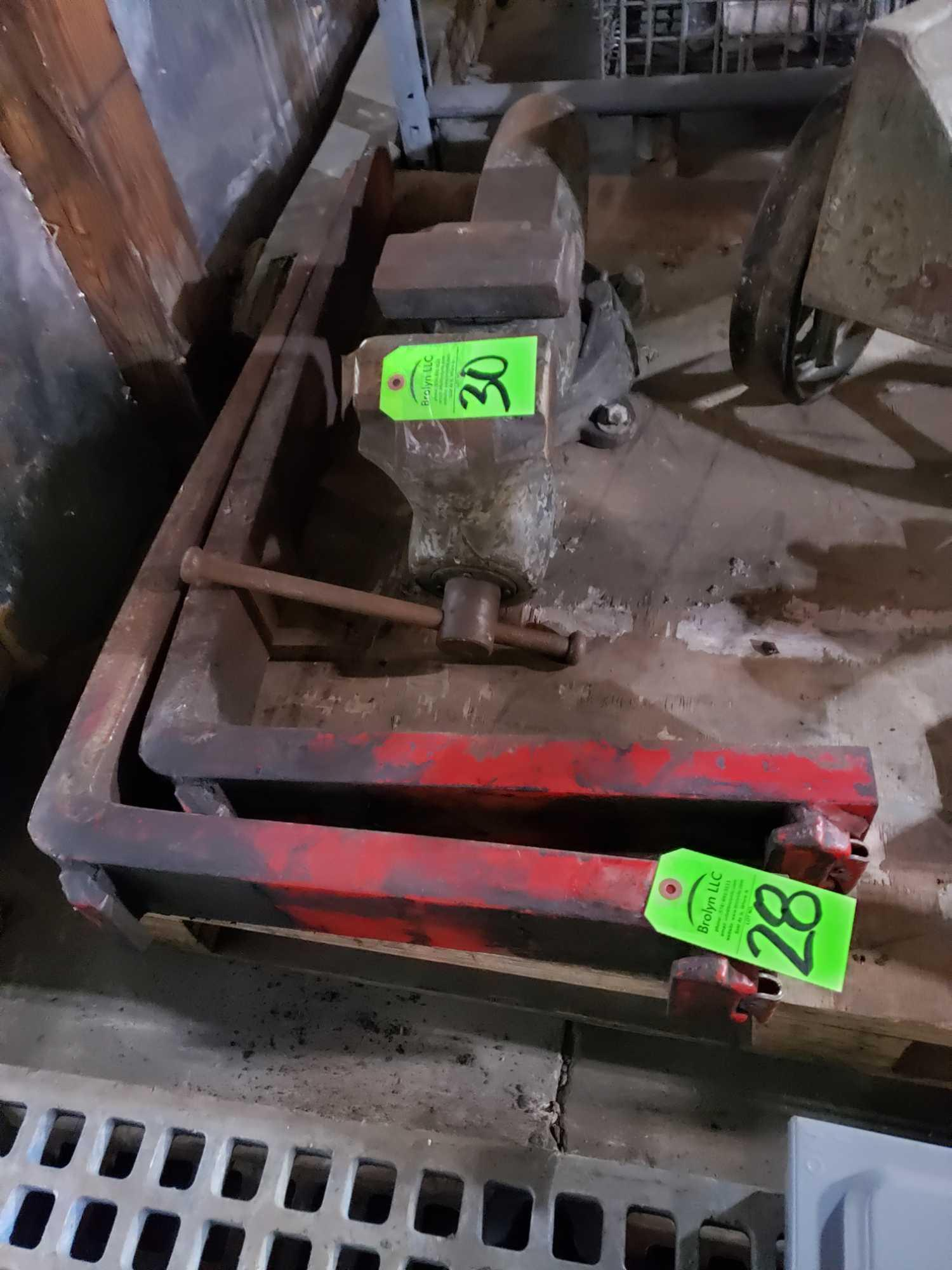 Lot 28 - Pair of lift truck / forklift forks