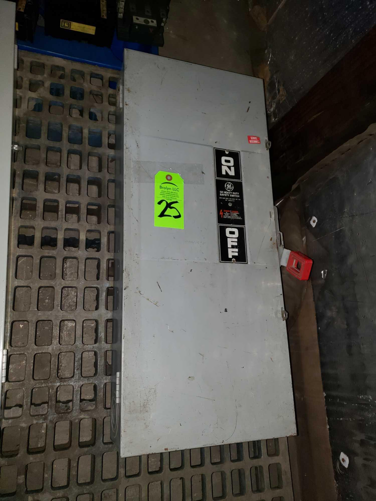 Lot 25 - GE catalog number TH3364 disconnect. 200amp.