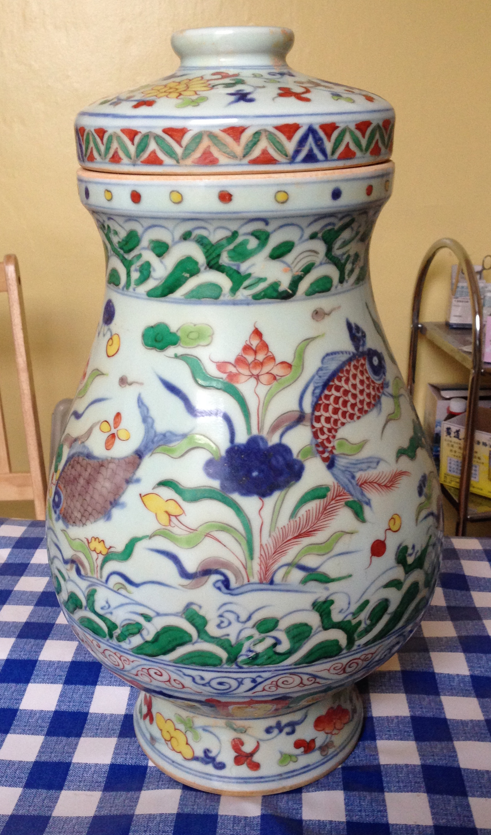 Lot 60 - Polychrome decorated Chinese lidded vase