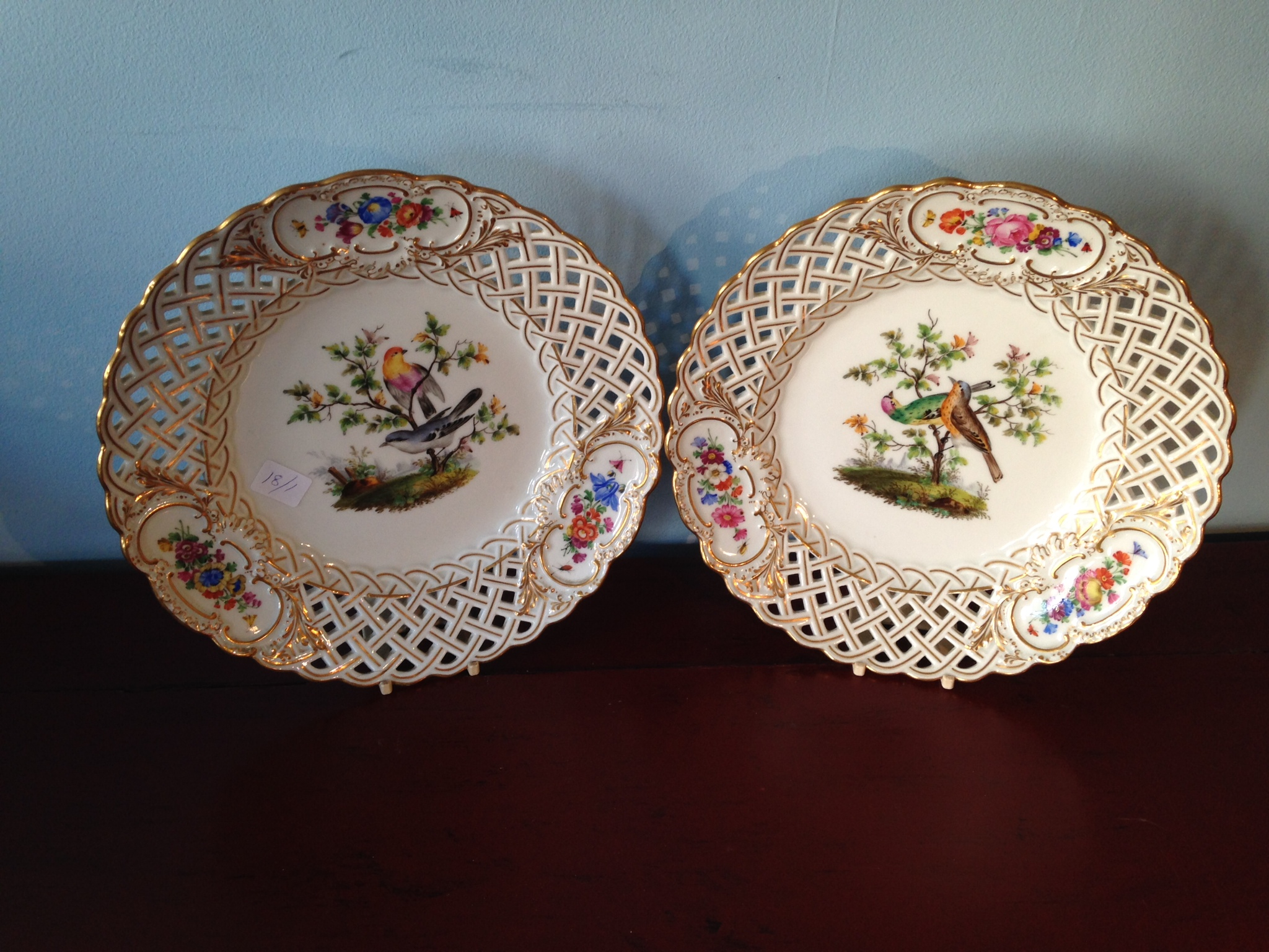 Lot 11 - Pair Meissen porcelain plates decorated with birds 24 cms