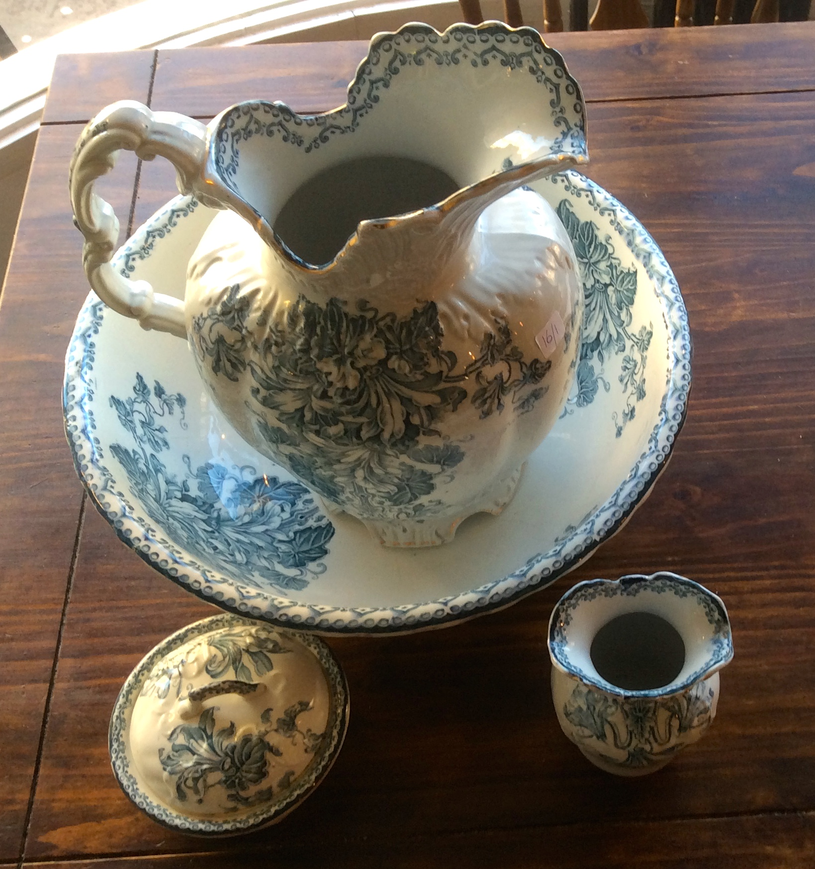 Lot 10 - A 19thc wash bowl, jug, soap dish, and tooth holder