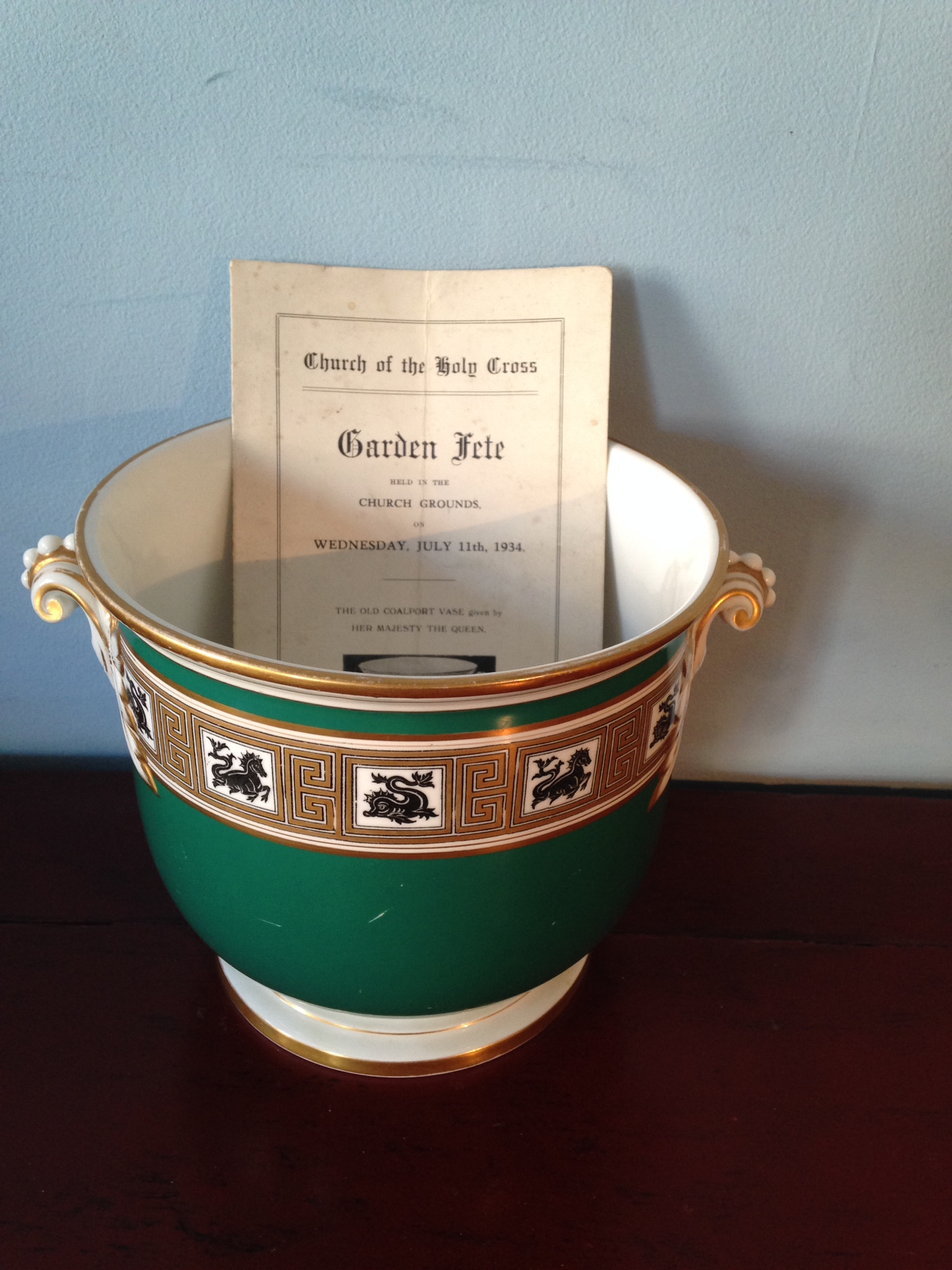 Lot 14 - Good quality Coalport vase gifted by Queen Mary 17.5 cms