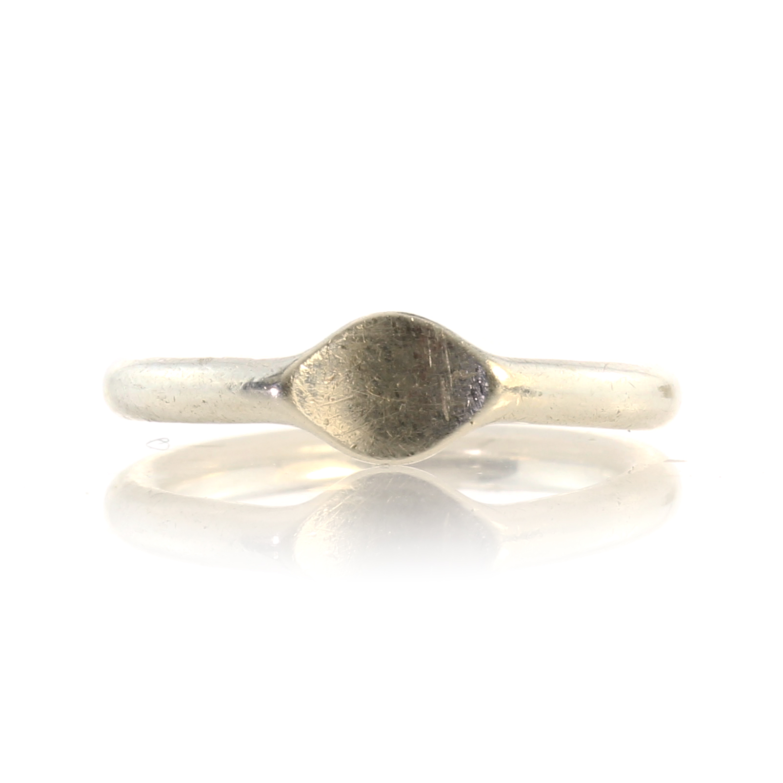 Los 129 - GEORG JENSEN A vintage Danish silver ring by Georg Jensen designed as a plain band with flattened