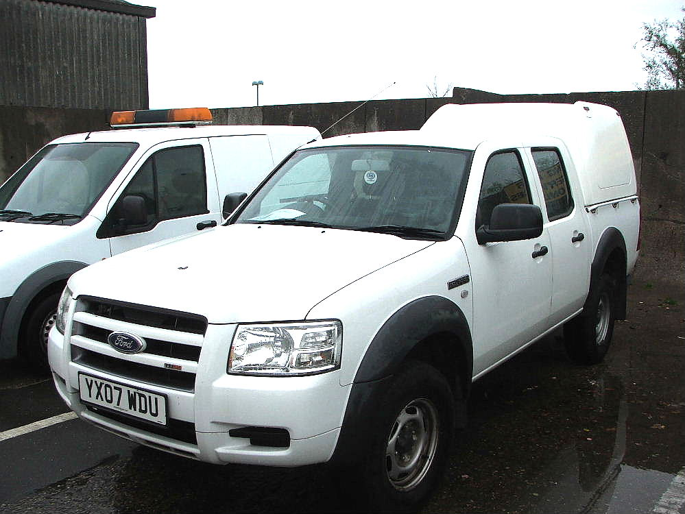Lot 755 - WHITE FORD RANGER TDCI TRUCKMAN BACK 4 X 4 TWIN CAB PICK UP TRUCK WITH TOW BALL & ROOF LIGHT 07