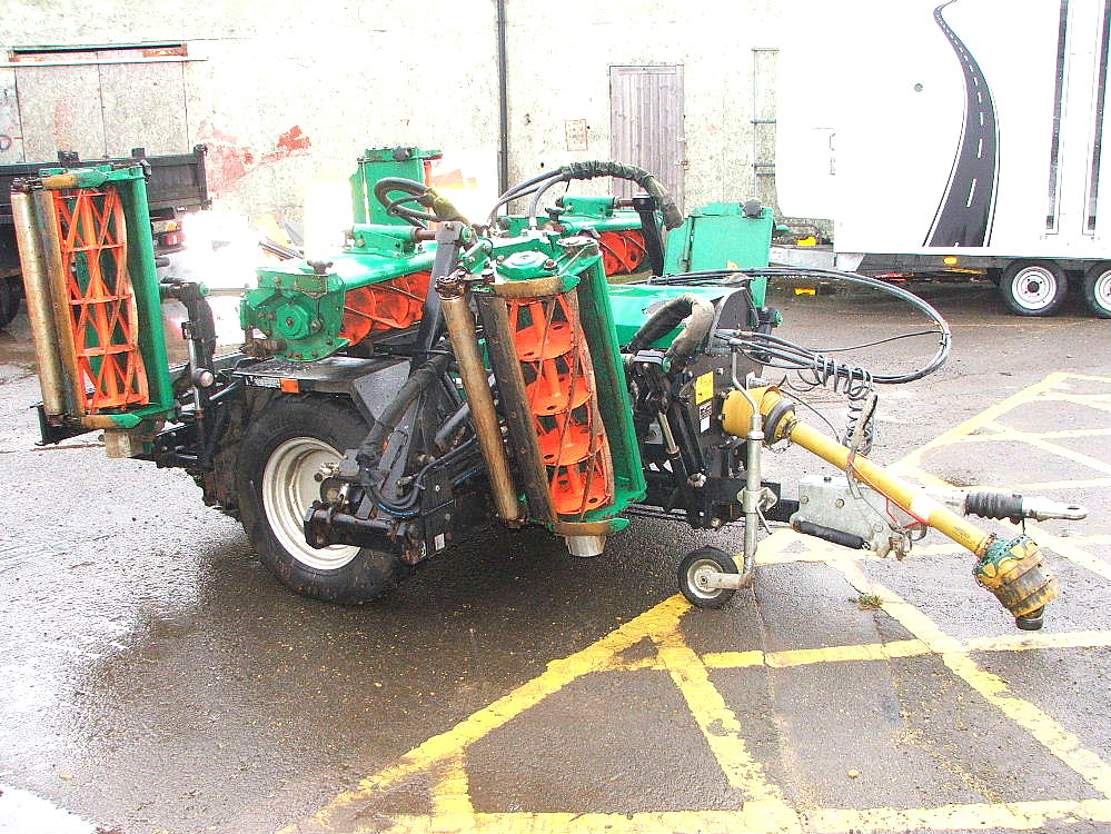 Lot 762 - RANSOMES TG4650 GANG MOWER 6 X CUTTING HEADS