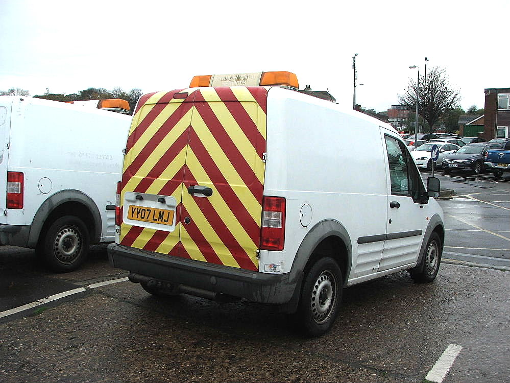 Lot 758 - WHITE FORD CONNECT T230L VAN WITH ROOF LIGHT & TOW BALL 07 PLATE 91050 MILES MOT 07 2018