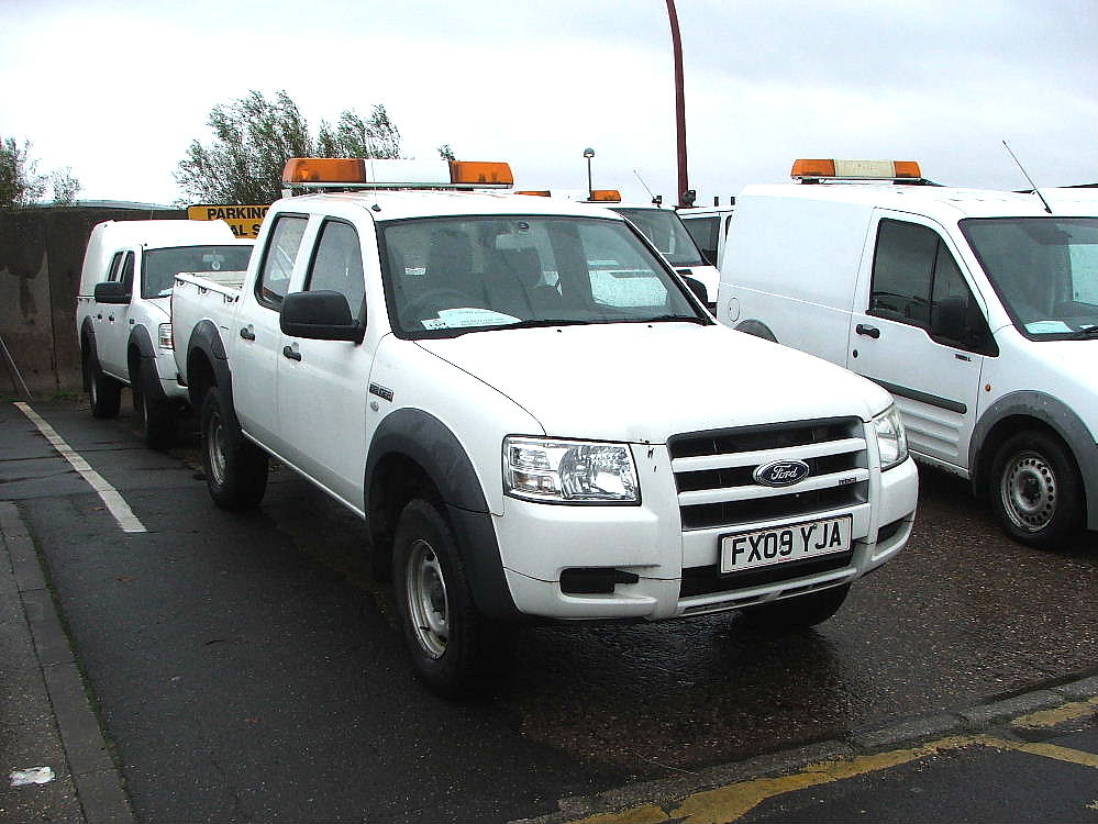 Lot 754 - WHITE FORD RANGER TDCI OPEN BACK 4 X 4 TWIN CAB PICK UP TRUCK WITH TOW BALL & ROOF LIGHT 09 PLATE