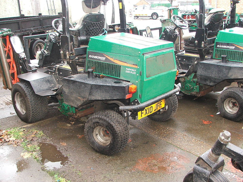 Lot 765 - RANSOMES PARKWAY 2250 RIDE ON CYLINDER MOWER 10 PLATE 4384 HRS