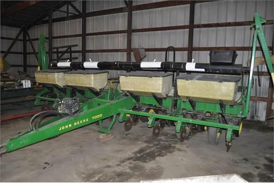 John Deere 7000 8 Row Narrow Corn Planter Dry Fertilizer Auger