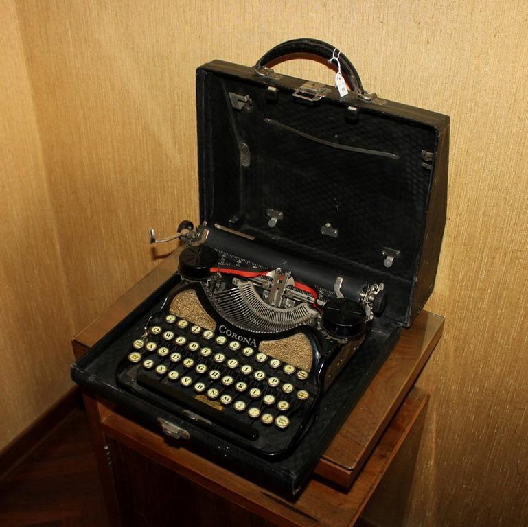 Lot 42 - Macchina da scrivere portatile Corona, anni '20