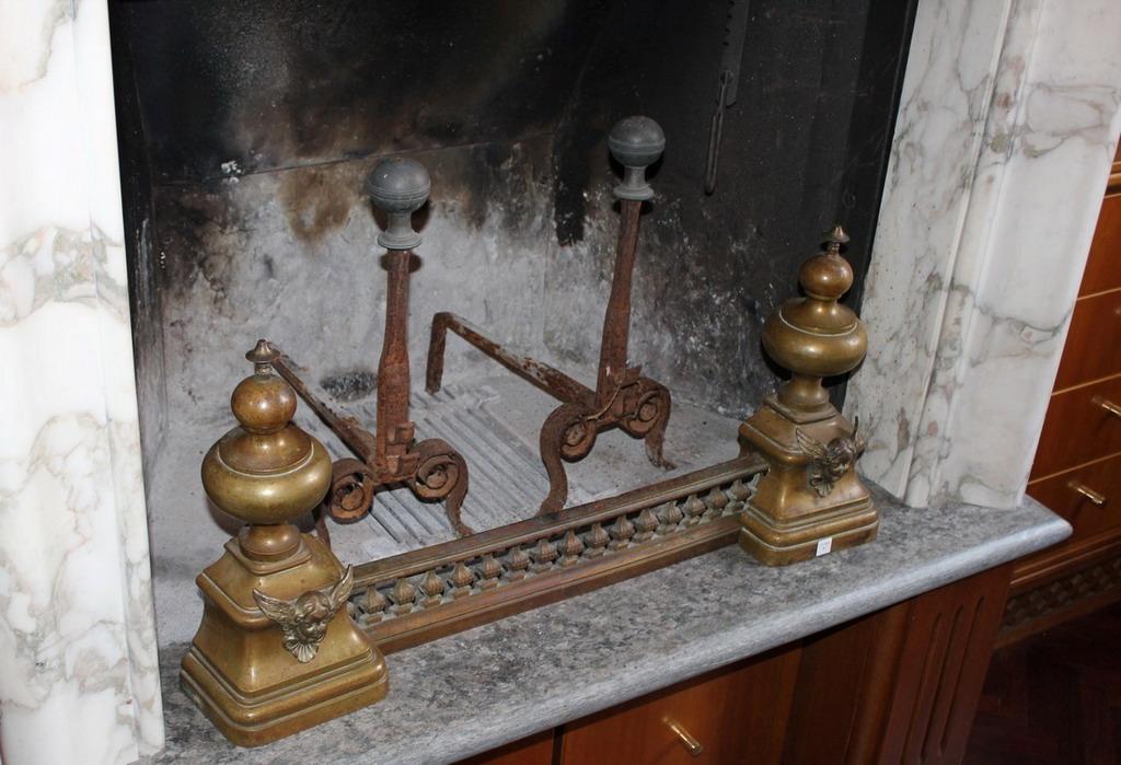 Lot 7 - Lotto di alari in ferro battuto e ottone, primi '900