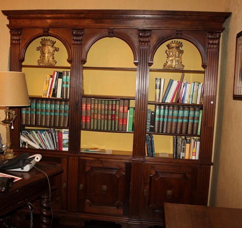 Lot 4 - Libreria a tre ante e vani, anni '50, cm. 220x36xh230