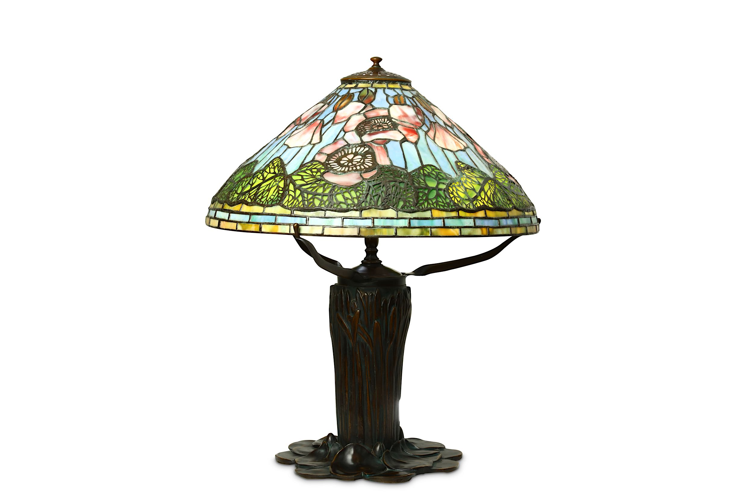 Lot 31 - A TIFFANY STYLE BRONZE TABLE LAMP.