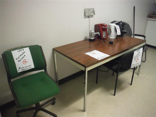Lot 18 - ASST'D CHAIRS, TABLE, MICROWAVE, ETC. (COMPLETE ROOM)Sold as a lot