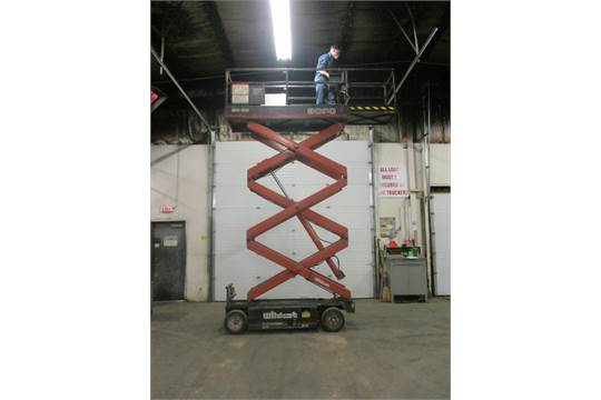 Snorkel Economy Wildcat 3000 Motorized Scissor Lift Unit model 2032