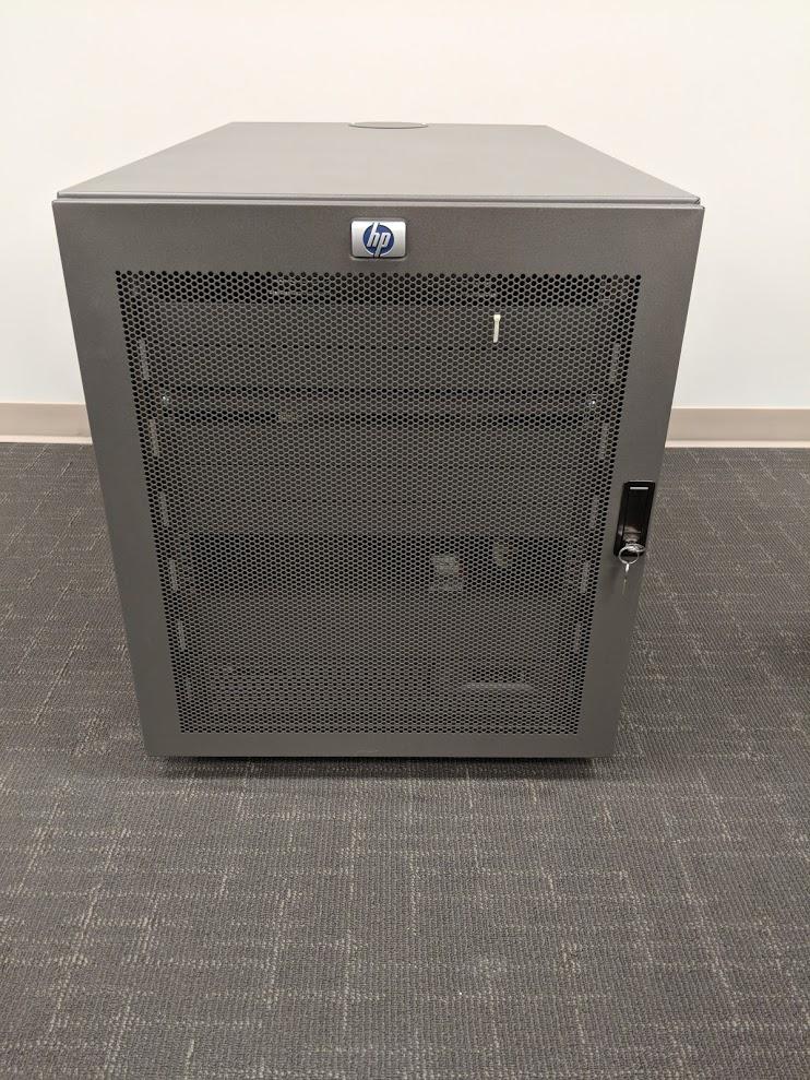 Lot 10 - HP SERVER RACK WITH TFT7600 RKM, IP KVM, HP R3000 XP UPS AND PDU