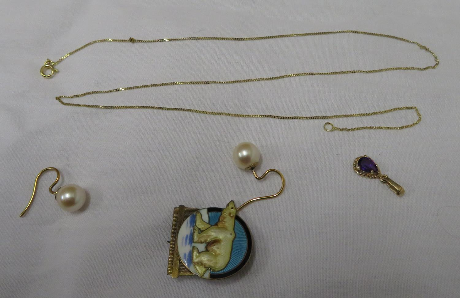 Lot 1 - Enamelled Norwegian TYA silver art deco brooch with 9ct gold chain and 9ct pearl earrings