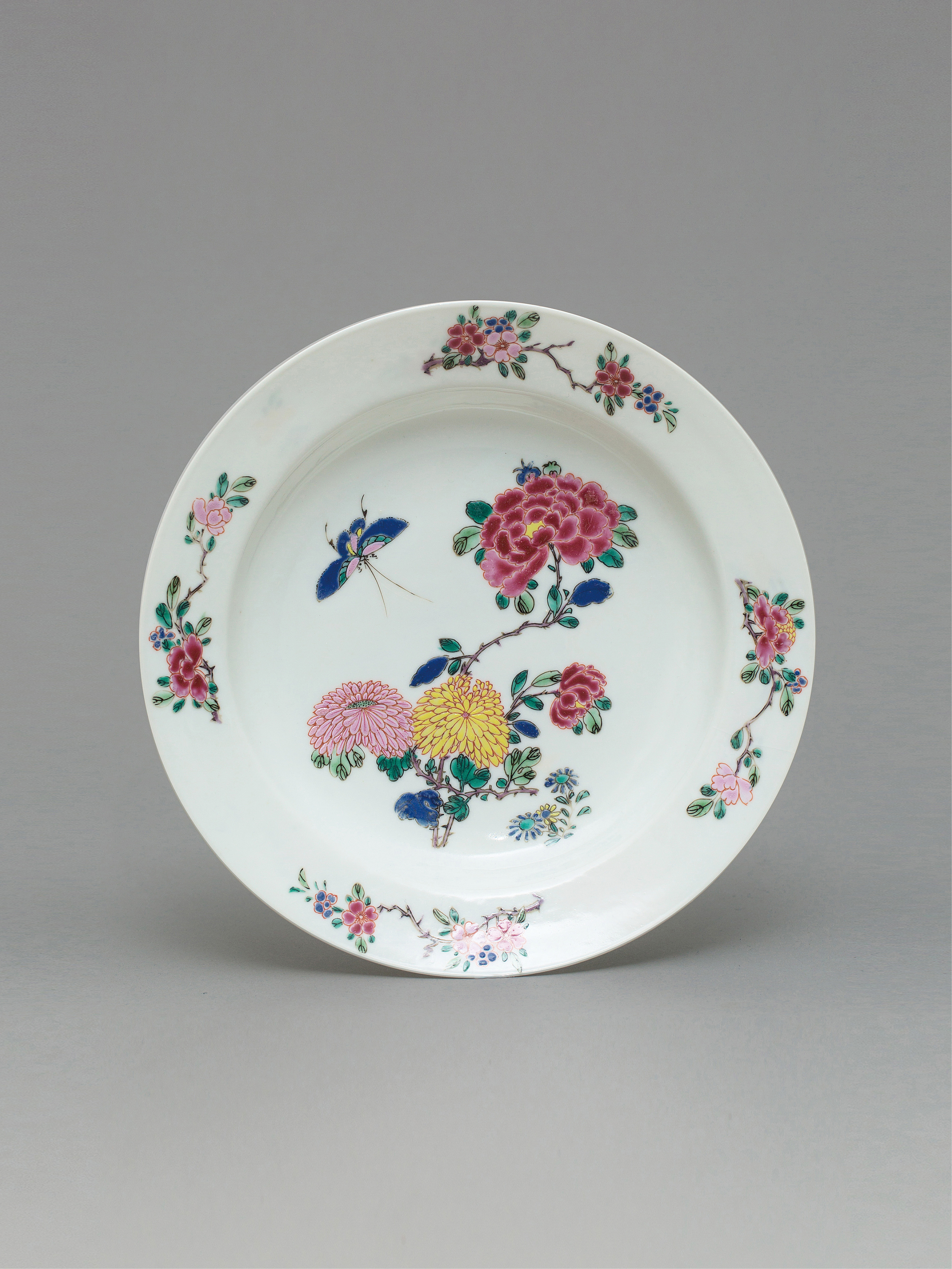 Lot 53 - A 'rose-verte' dinner plate Qing Dynasty, Yongzheng Period
