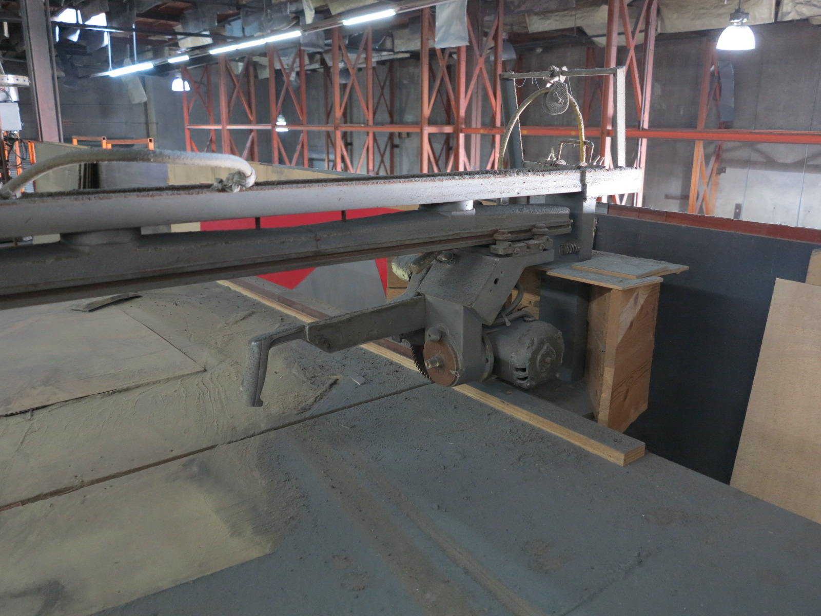 HORIZONTAL RADIAL ARM PANEL SAW, OUT OF SERVICE - Image 2 of 3