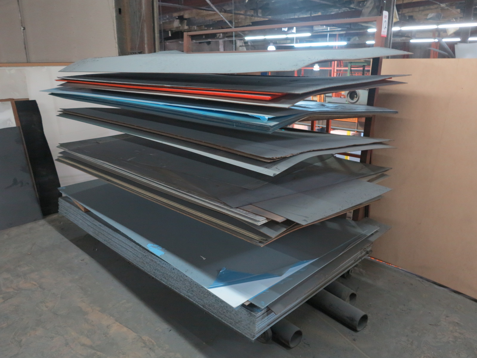 LOT - ROLLING 4' X 8' SHEET STOCK RACK, W/ CONTENTS OF MISC PLASTIC SHEET STOCK