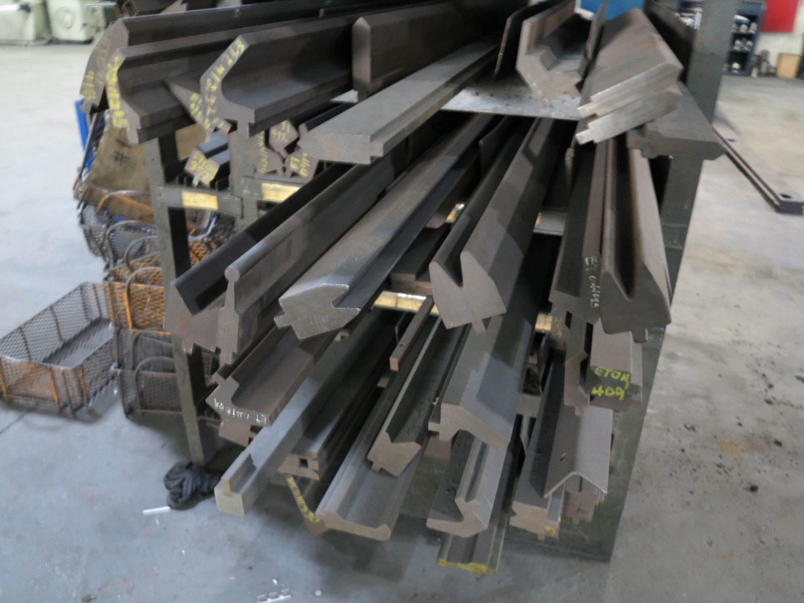 LOT - LARGE QUANTITY OF BRAKE DIES, RACK INCLUDED - Image 4 of 4