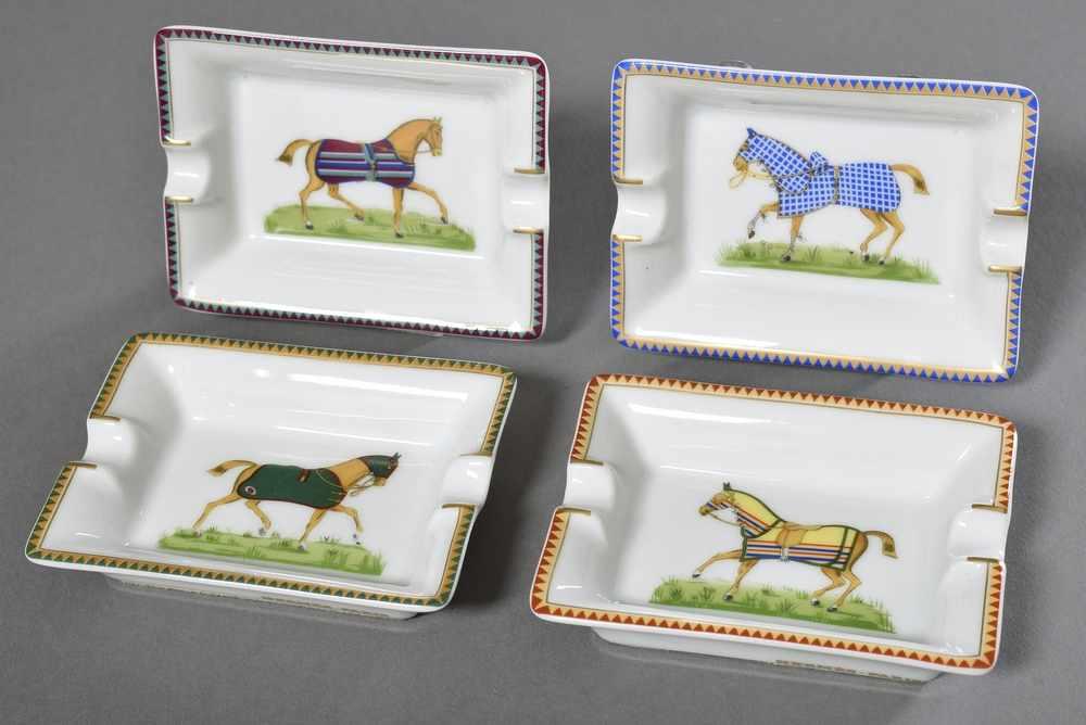 """Lot 33 - 4 Kleine Hermès Porzellan Ascher """"Rennpferde"""", farbiges Druckdekor, 8x6cm4 small Hermès porcelain"""