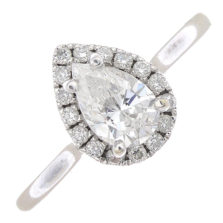 Lot 32 - An 18ct gold diamond cluster ring.Estimated total diamond weight 0.60ct,