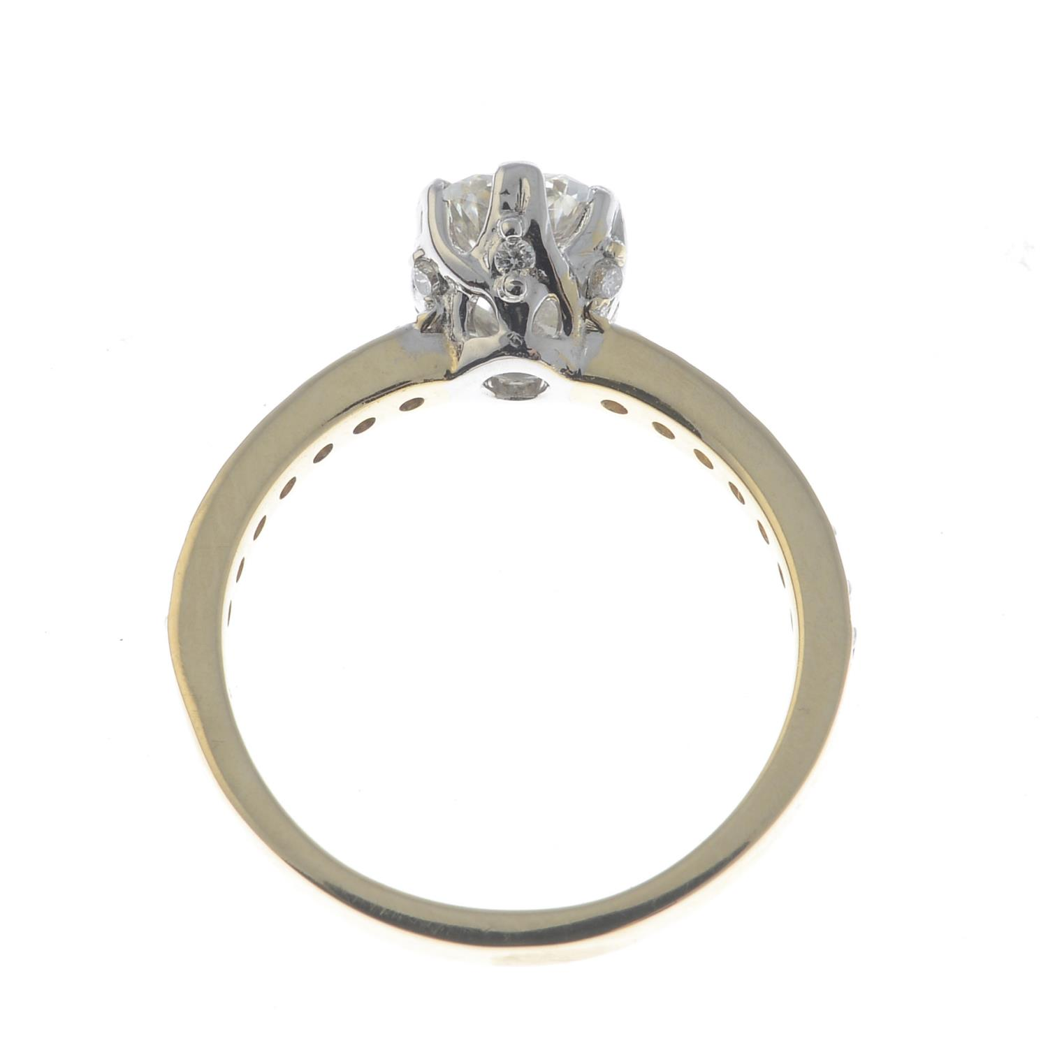 Lot 31 - A fracture-filled diamond ring.