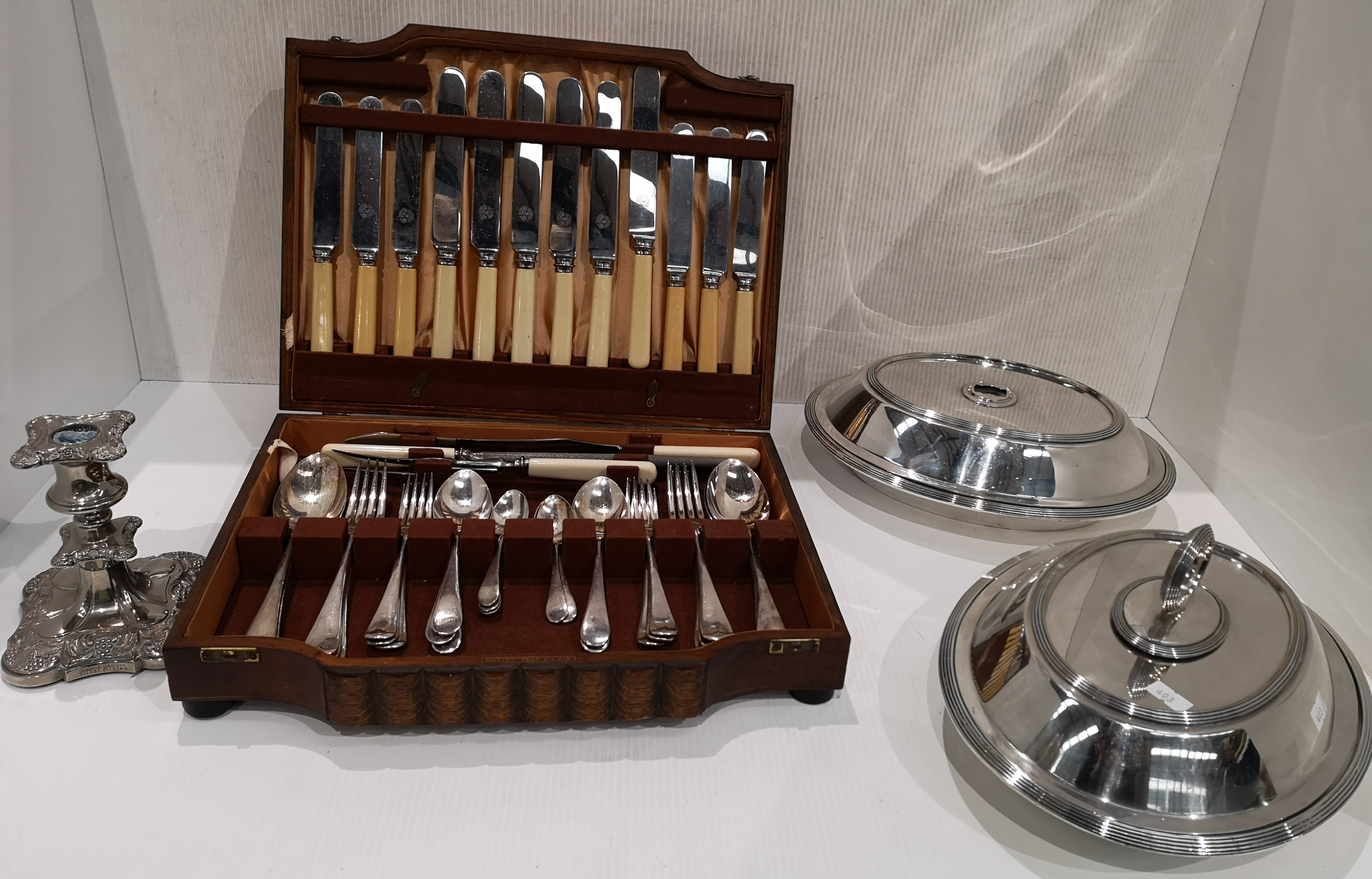 Lot 26 - An incomplete oak cased canteen of cutlery (41 pieces),