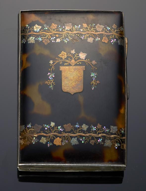 Lot 173 - A SILVER, TORTOISESHELL AND PIQUE CIGARETTE CASE 10cm long, by S Blanckensee & Son Ltd, Birmingham