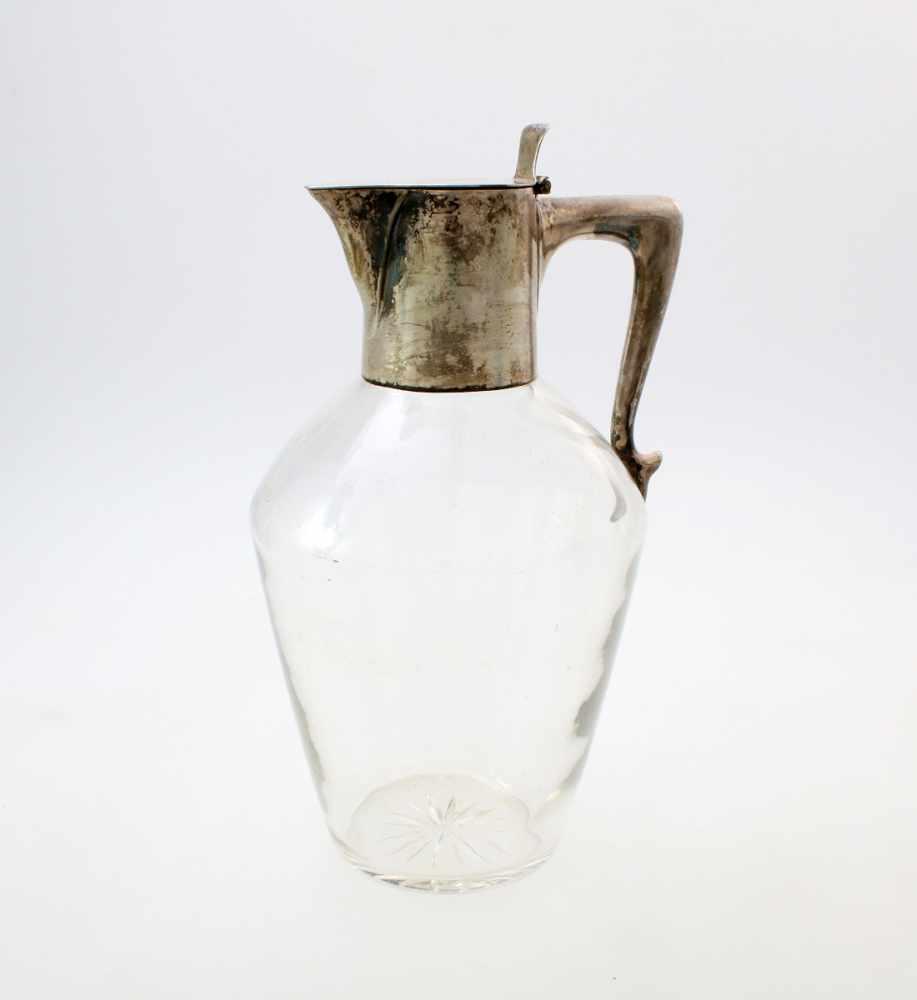 Kristallglaskaraffe mit Silbermontierung - Hofjuwelier Werner Berlin 1908Im Boden des Glases