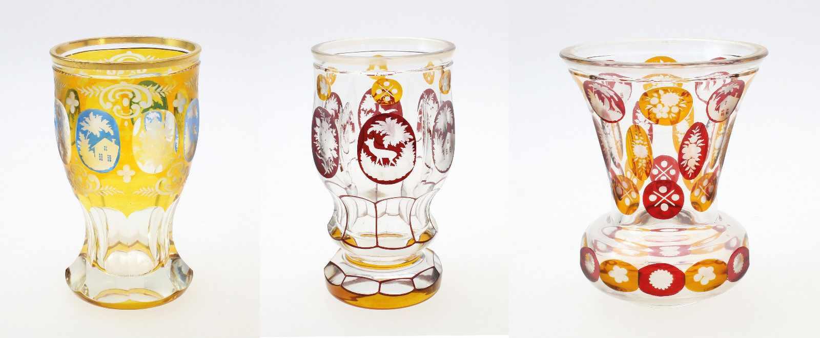 3 Glasbecher Haida, Böhmen1. Farbloses Glas, abgesetzter Lippenrand, Reste von Vergoldung,