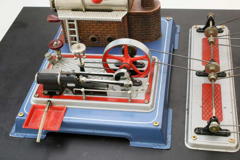 Dampfmaschine Wilesco mit ZubehörDampfmaschine, Transmissionsantrieb, Säge, Betonmischer, - Bild 2 aus 4