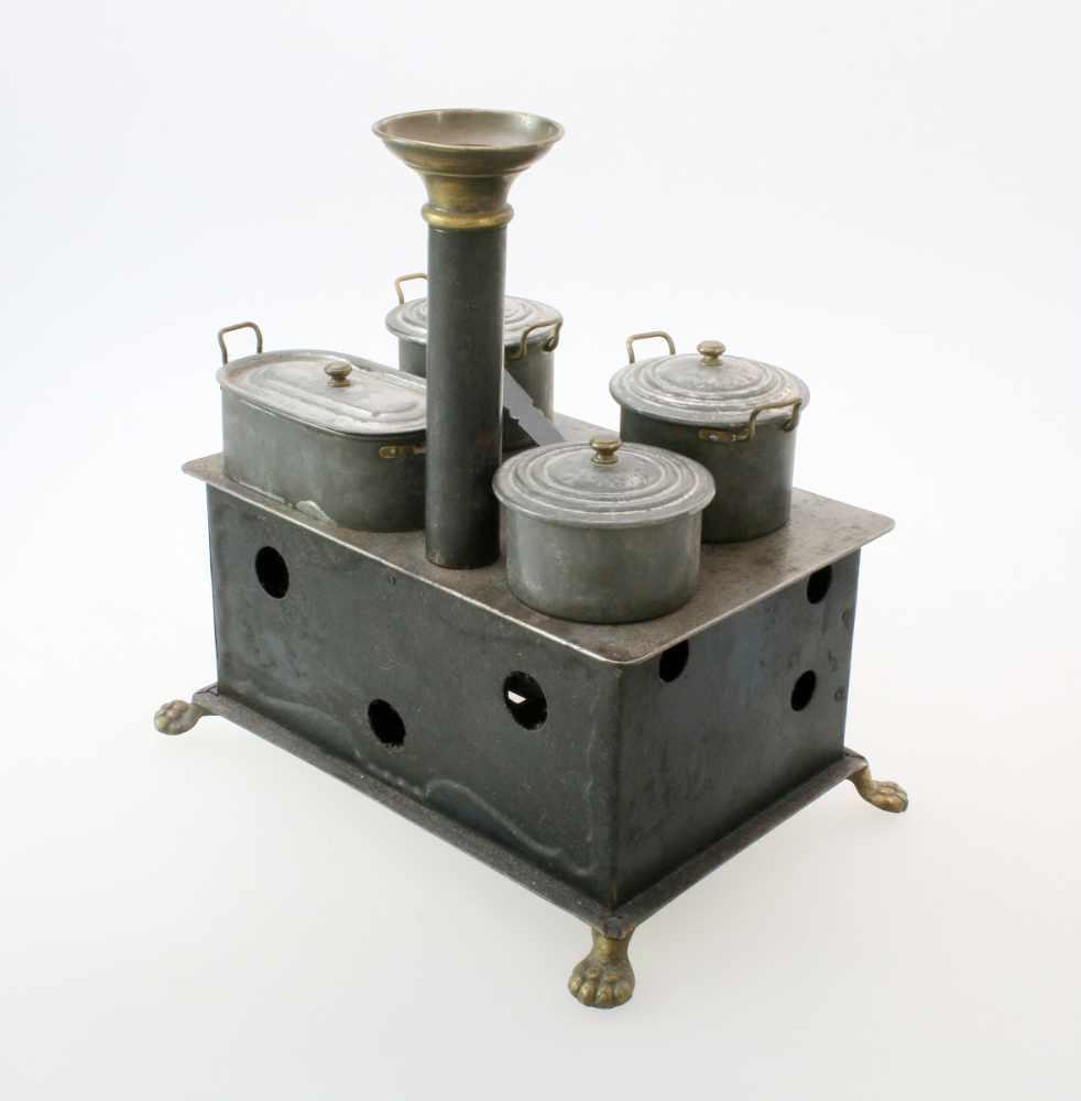 Spielzeugherd Märklin - Anfang 20. JahrhundertVierflammiger Herd, befeuert durch 2 Petroleumbrenner, - Bild 3 aus 4