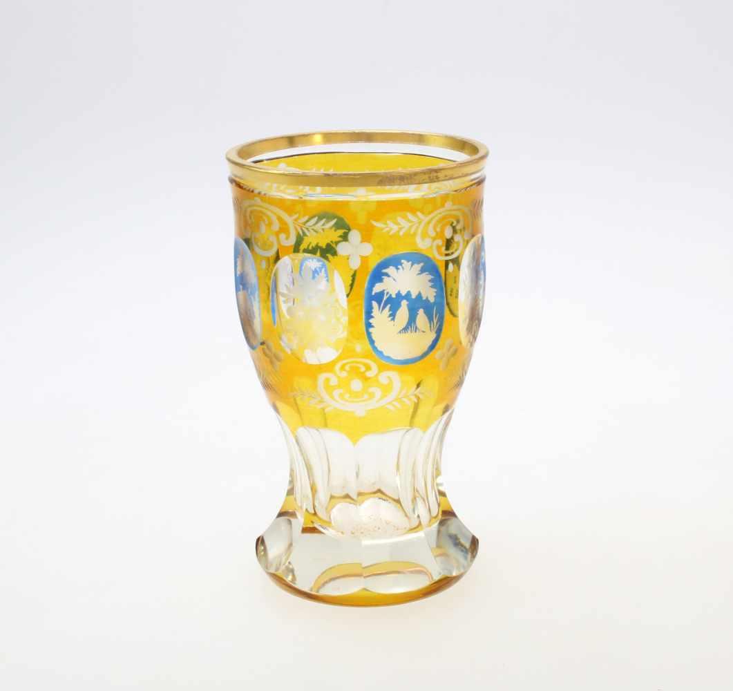 3 Glasbecher Haida, Böhmen1. Farbloses Glas, abgesetzter Lippenrand, Reste von Vergoldung, - Bild 3 aus 4
