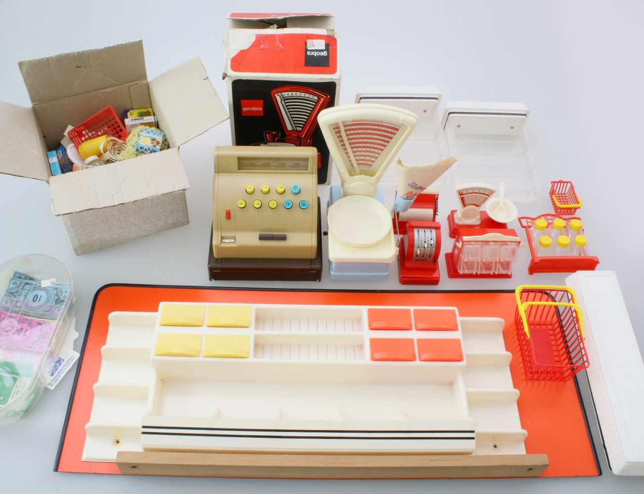 Kaufladen 60er Jahre mit Kasse, Waage und ZubehörGroße, funktionsfähige Kasse mit Bondrucker, Geobra
