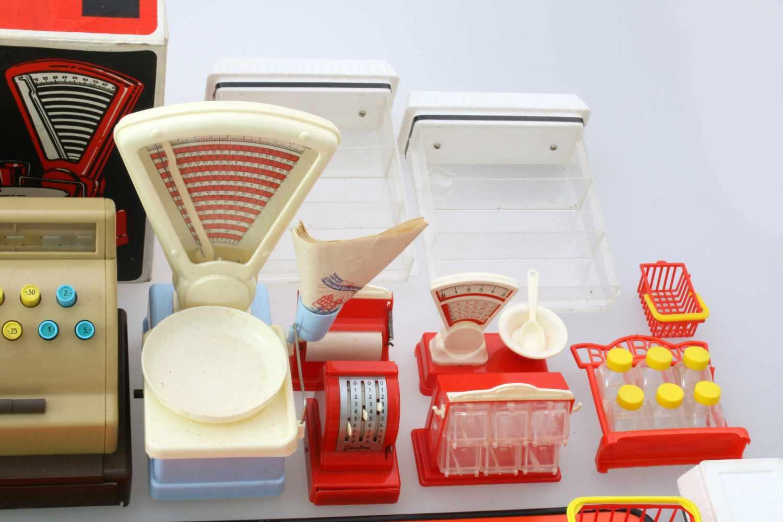 Kaufladen 60er Jahre mit Kasse, Waage und ZubehörGroße, funktionsfähige Kasse mit Bondrucker, Geobra - Bild 3 aus 3