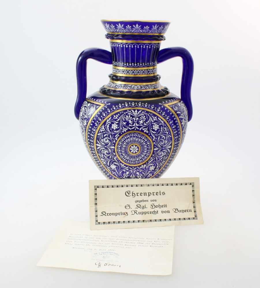 Kobaltblaue Vase mit Orientaldekor - J. & L. Lobmeyr um 1875Beidseitig abgeflachter, bauchiger