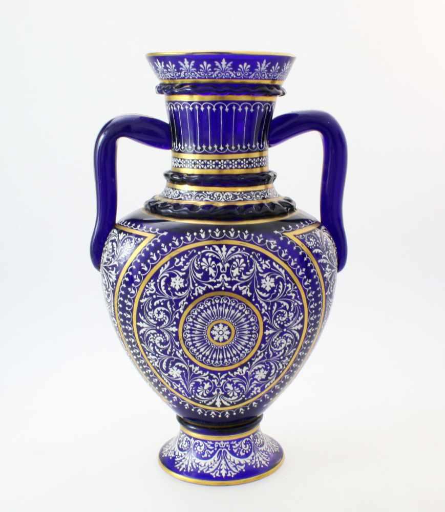 Kobaltblaue Vase mit Orientaldekor - J. & L. Lobmeyr um 1875Beidseitig abgeflachter, bauchiger - Bild 2 aus 6