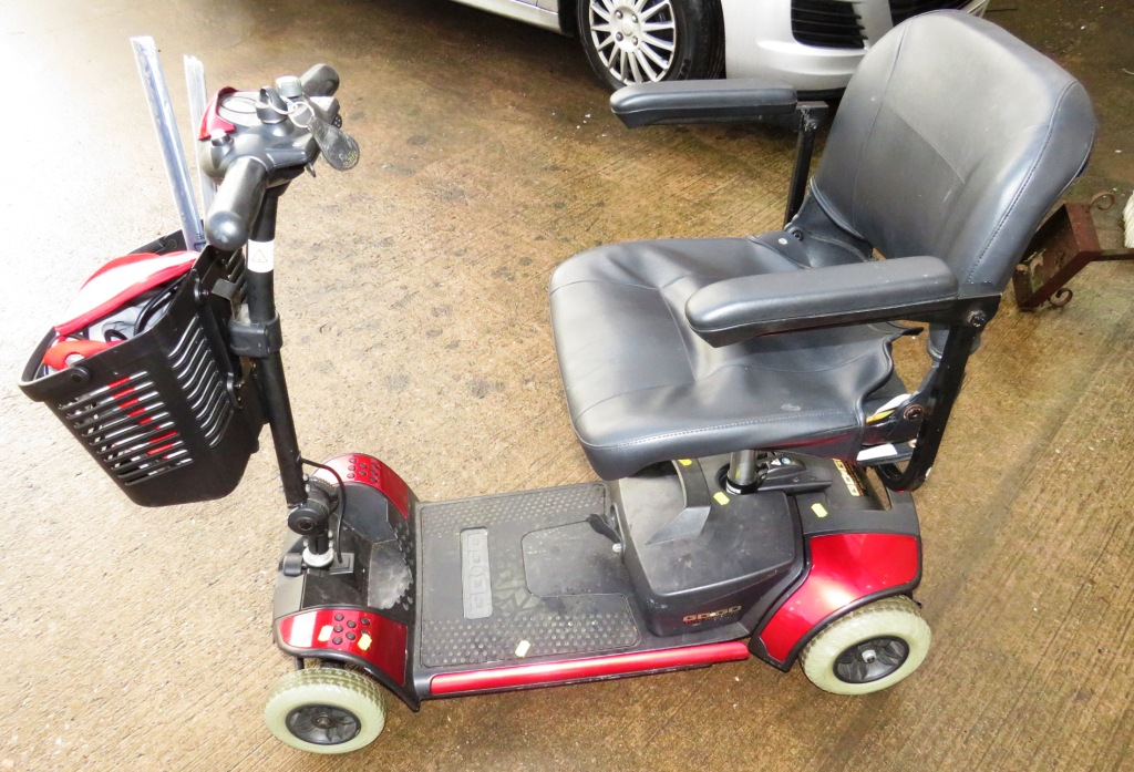 Lot 23 - PRIDE GO-GO ELITE TRAVELLER COMPACT MOBILITY SCOOTER, EASY DISASSEMBLY, SPARE TRIM (KEY AND