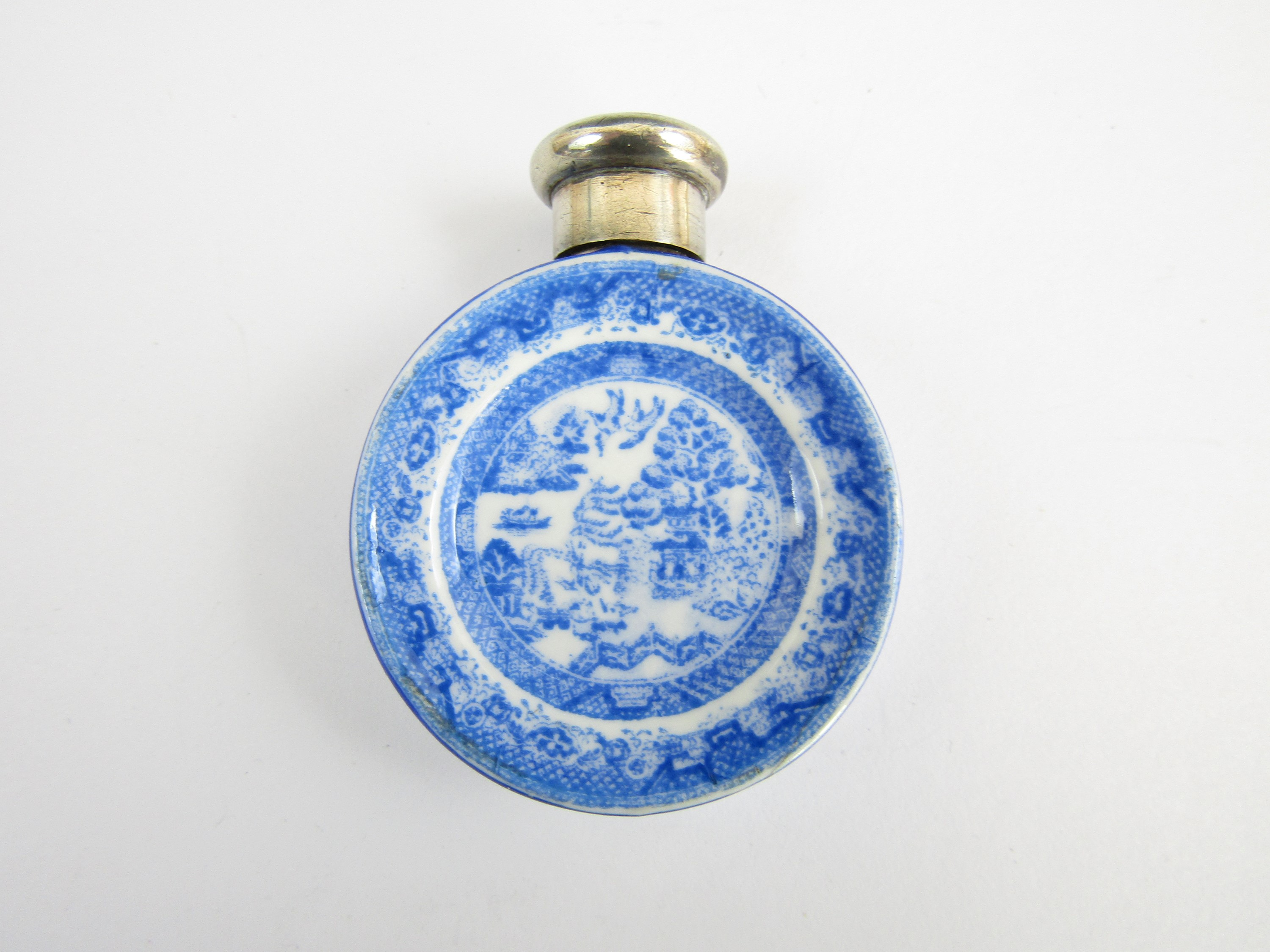 Lot 54 - A silver mounted Samson Mordan blue and white transfer-printed earthenware scent bottle (a/f)