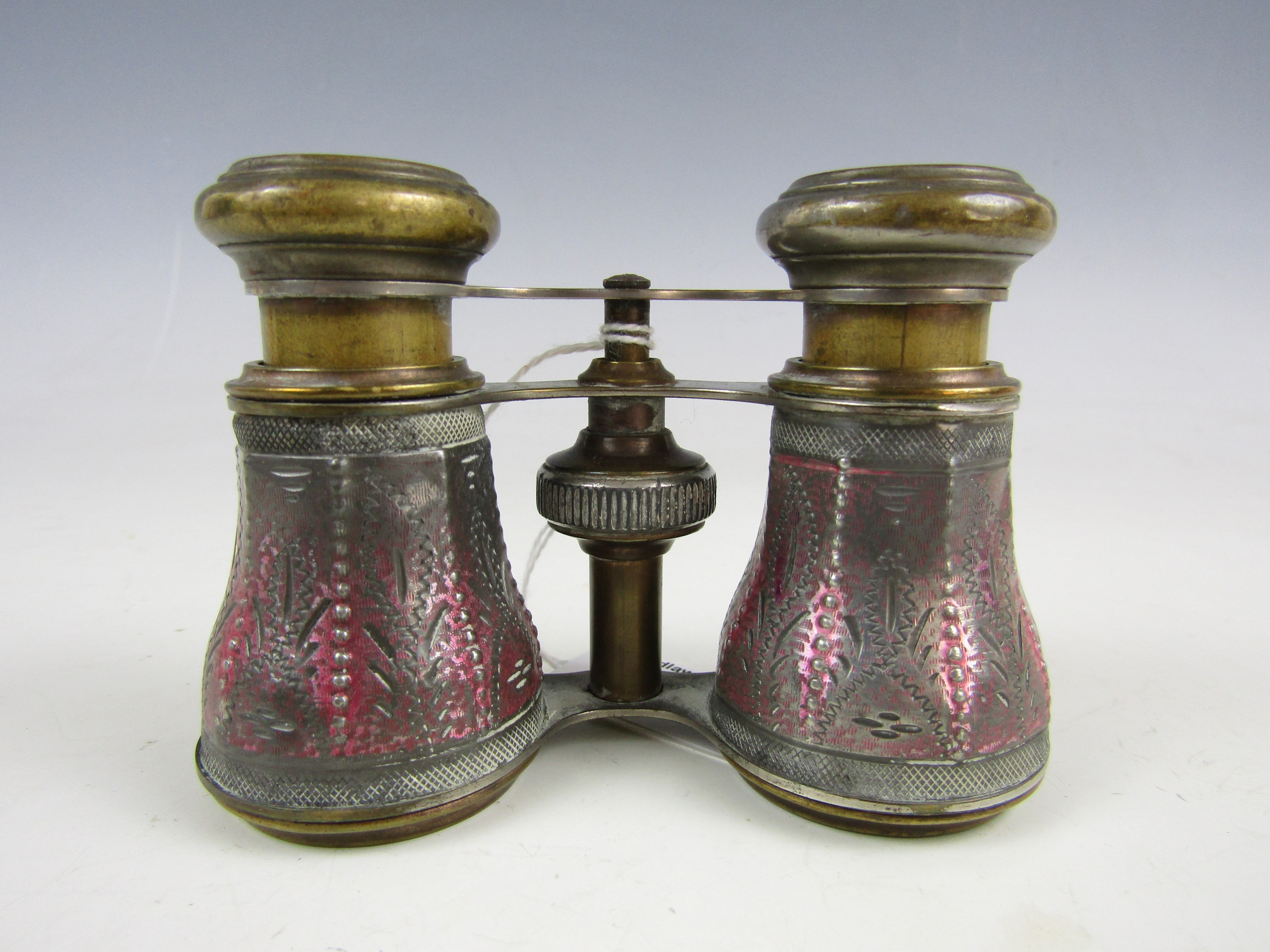 Lot 17 - A vintage pair of opera glasses