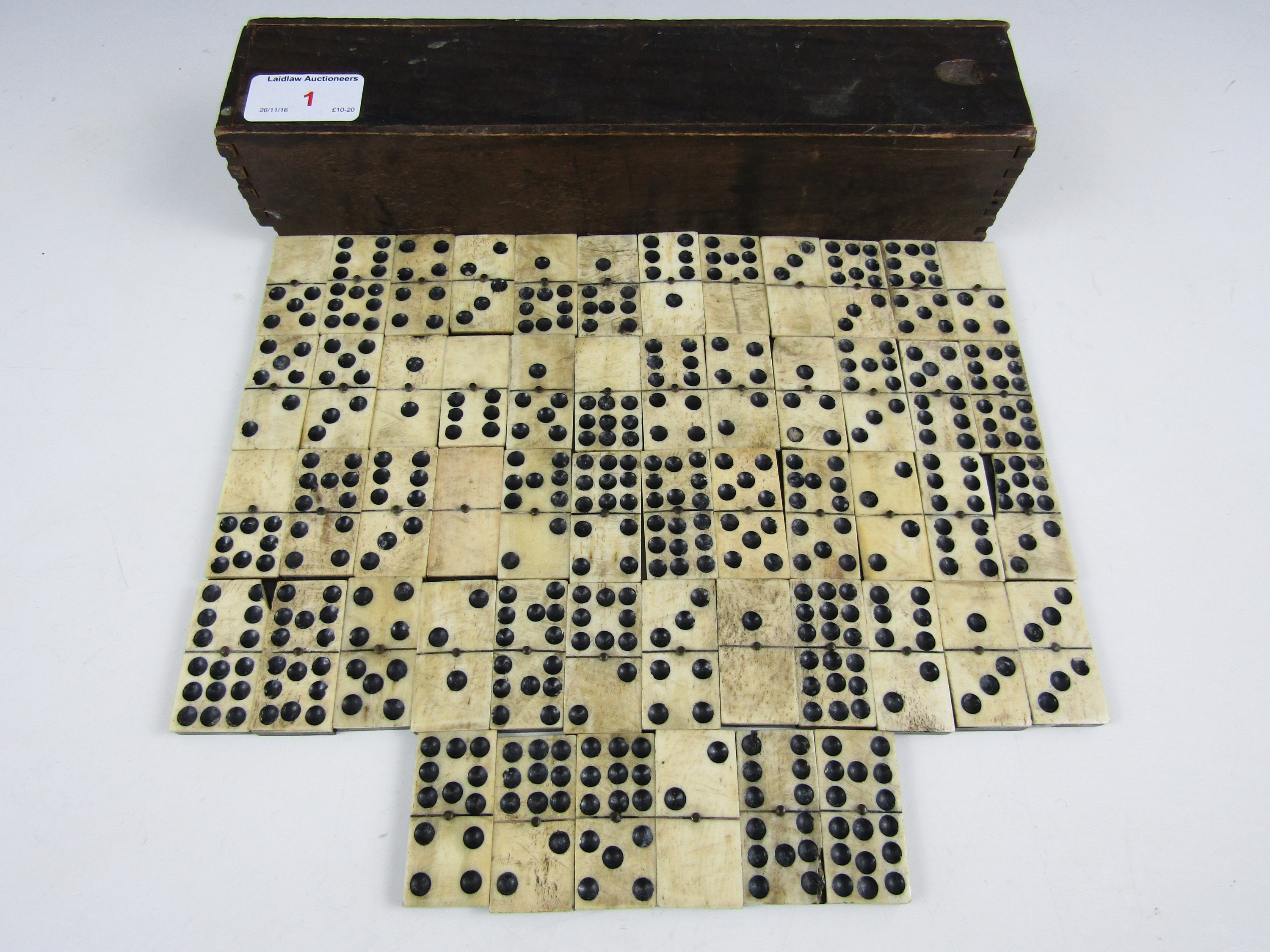 Lot 1 - A 19th Century set of dominoes