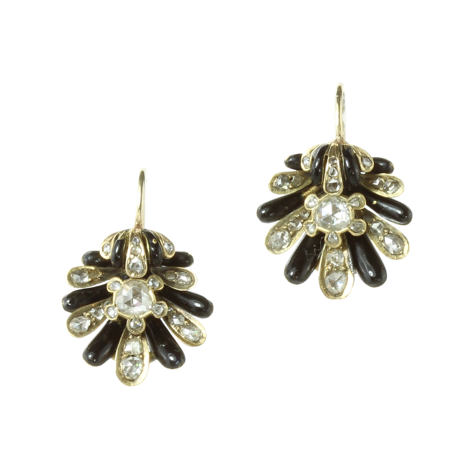 A PAIR OF ANTIQUE DIAMOND AND ENAMEL EARRINGS in high carat yellow gold each designed as a scallop