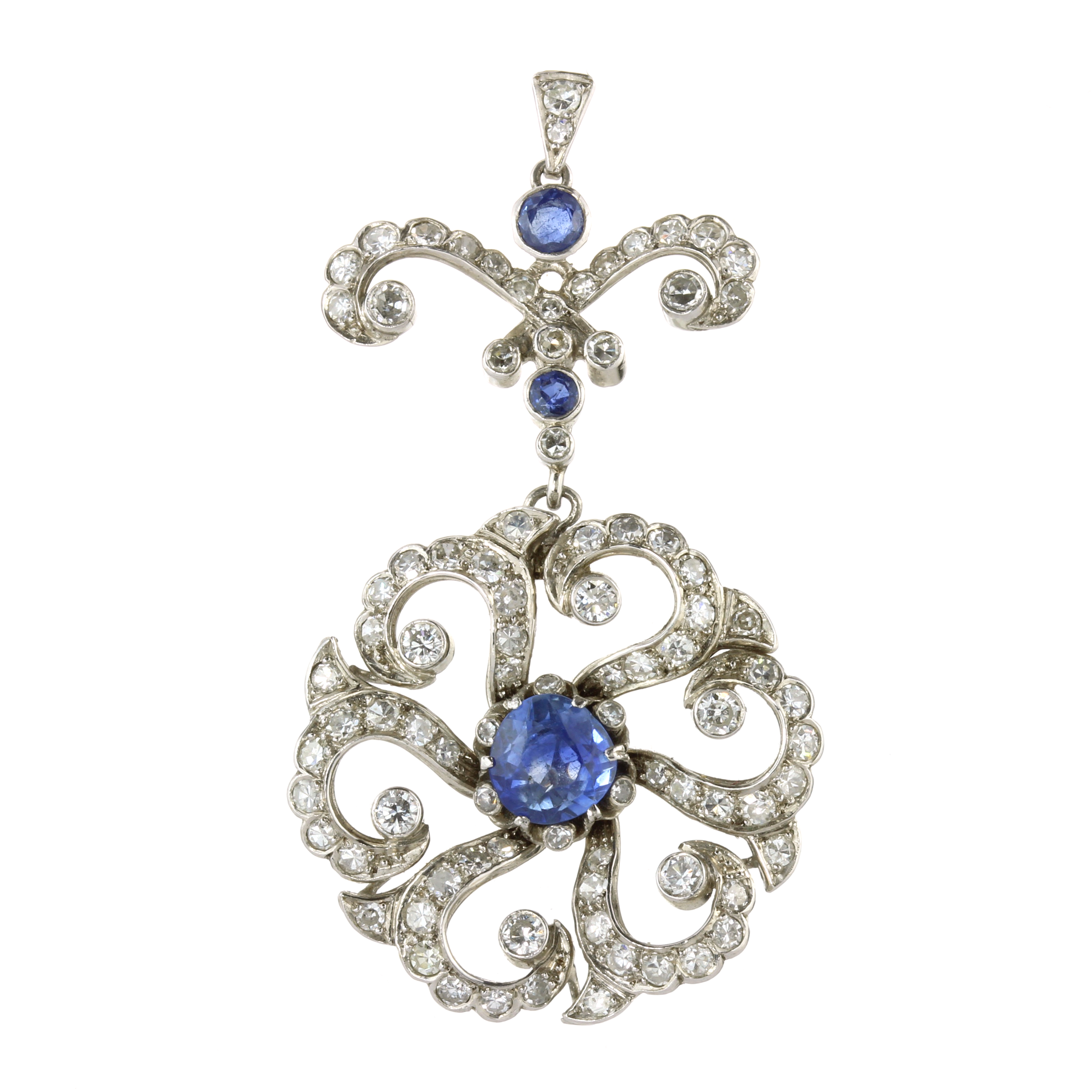 AN ANTIQUE CEYLON NO HEAT BLUE SAPPHIRE AND DIAMOND PENDANT in white gold or platinum, set with a