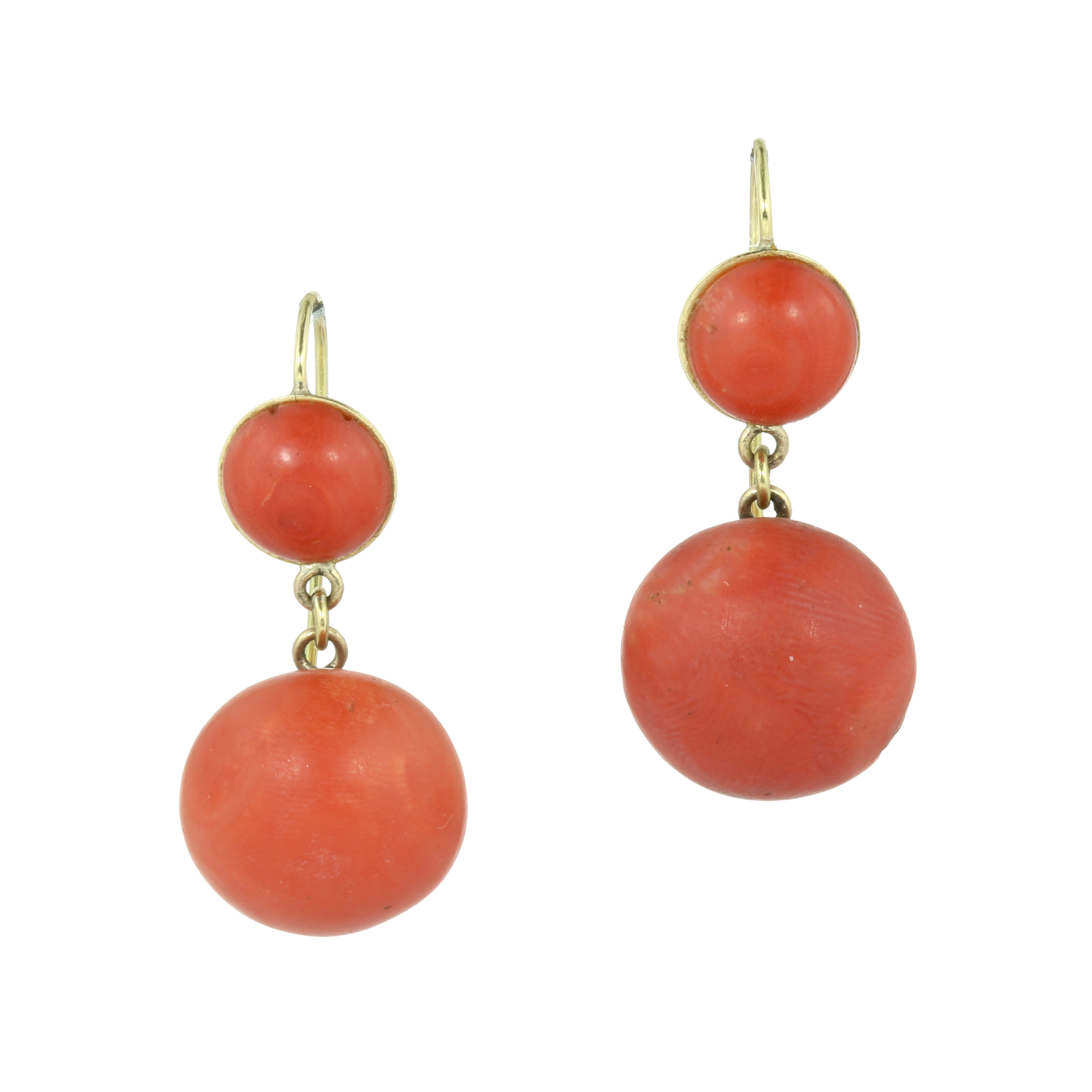 Los 14 - A PAIR OF ANTIQUE CORAL DROP EARRINGS in 18ct yellow gold each set with a large coral cabochon of