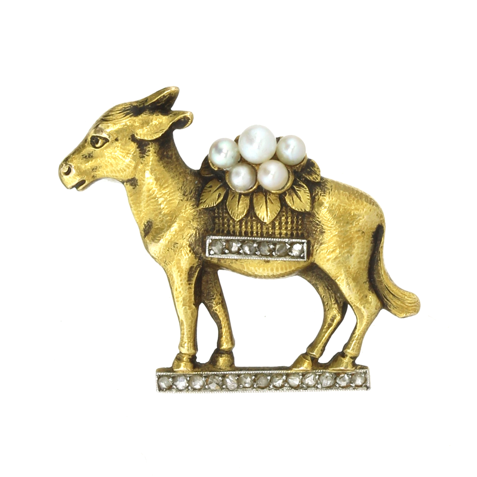 Los 50 - AN ANTIQUE DIAMOND AND PEARL DONKEY BROOCH in 18ct yellow gold modeled as a donkey standing on a