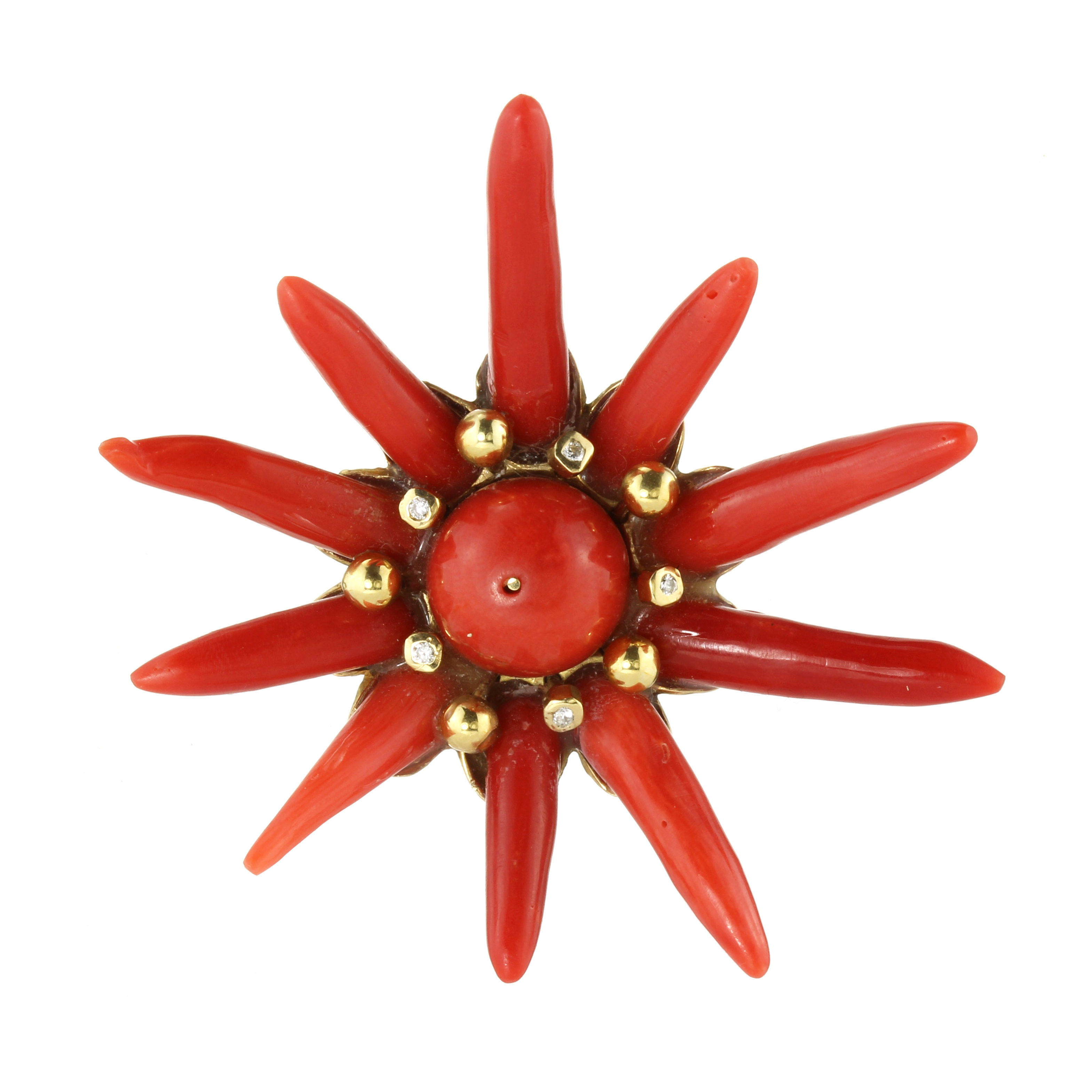 AN CORAL PENDANT in 18ct yellow gold, set with a central polished coral bead of 12mm surrounded by a